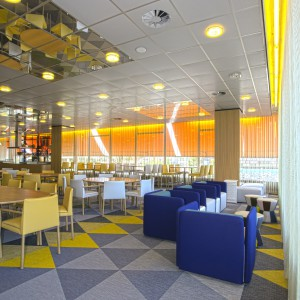 Ресторан Pieter Christiaan в Утрехте, Нидерланды Bolon Botanic Viva, Iris, Osier, Artisan Slate, Ecru, Oil, Coal 2